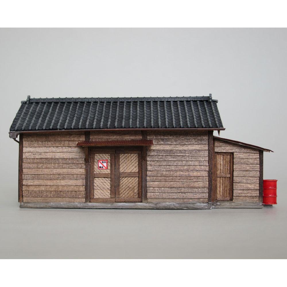 小さな倉庫(瓦屋根)