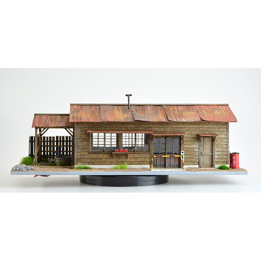 井戸のある詰所波板屋根タイプ