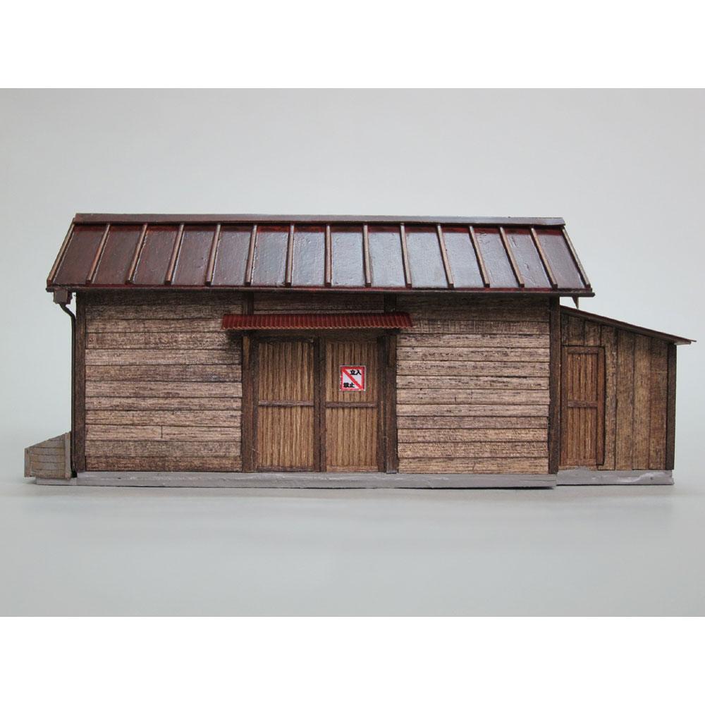 小さな倉庫(トタン屋根)