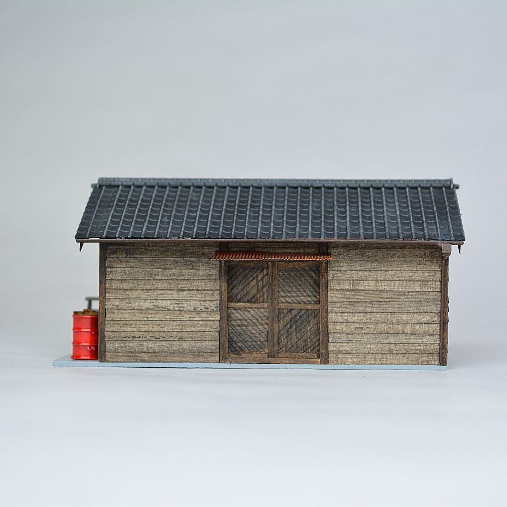 小さな倉庫(瓦屋根)2